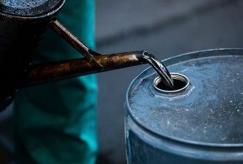 Giá dầu thô biến động trái chiều