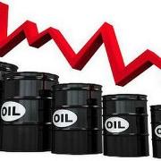 Giá dầu thô trên thế giới có thể giảm nhẹ trước ảnh hưởng của nhiều thông tin tiêu cực