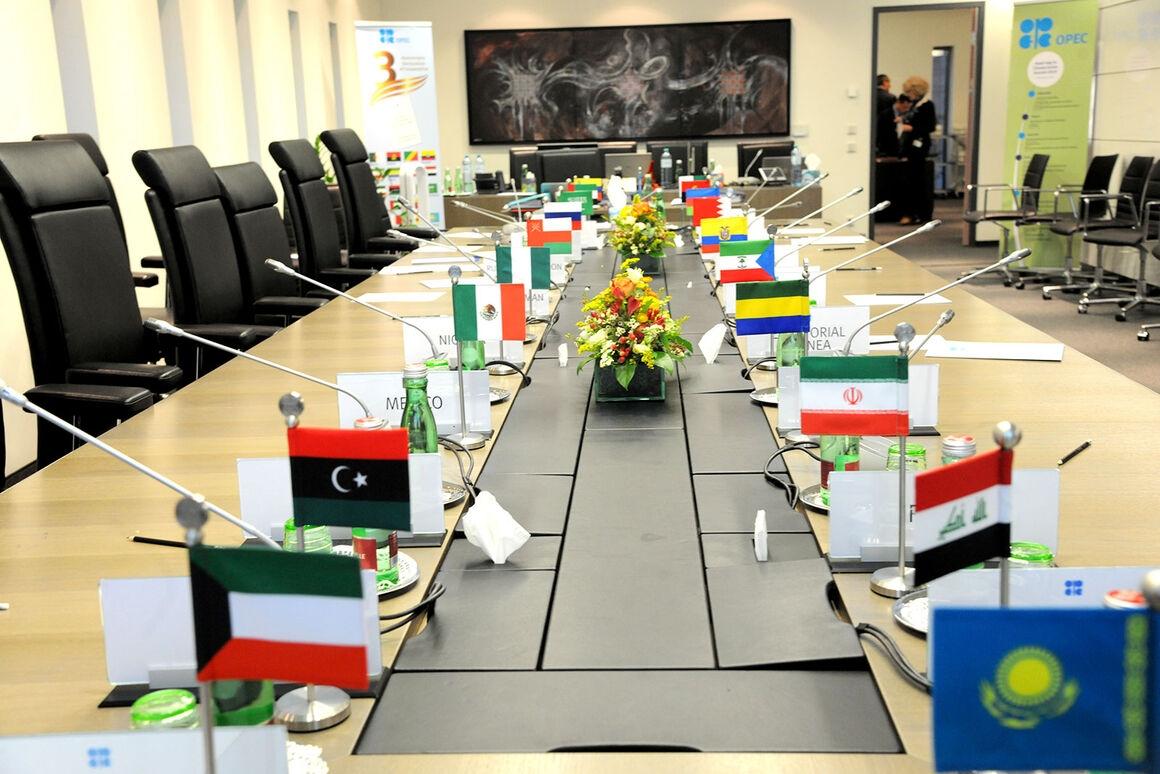 Lý do nào khiến cuộc đàm phán OPEC+ bế tắc?