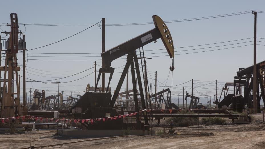 Giá dầu thô của Mỹ giảm 6% trong khi OPEC+ chuẩn bị thúc đẩy sản xuất