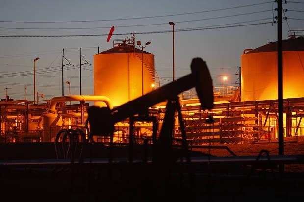 Có dễ dàng để dự đoán giá dầu khi Covid-19 bùng phát trở lại?