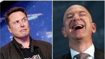 Jeff Bezos và Elon Musk: Đứng đầu mảng kinh doanh Internet vệ tinh nhỏ