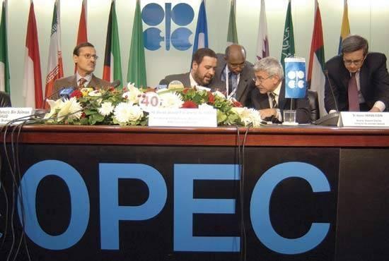Thị trường dầu đang kỳ vọng vào OPEC để giải quyết vấn đề thặng dư