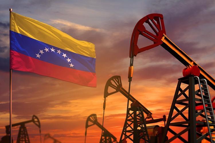 Nguyên nhân nào khiến các công ty dầu mỏ quốc tế từ bỏ Venezuela?