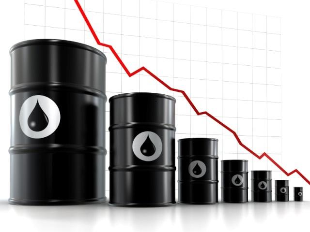 Giá dầu giảm hơn 3% do nhu cầu tiêu thụ bị ảnh hưởng bởi làn sóng thứ 3 của đại dịch Covid-19