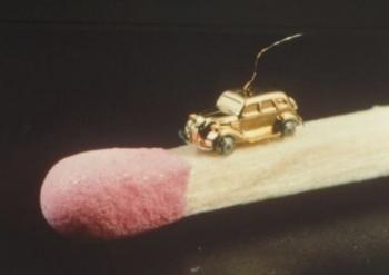 Khám phá chiếc xe nhỏ nhất thế giới, chỉ bằng 1 hạt gạo