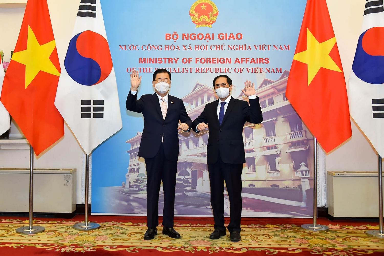 Bộ trưởng Ngoại giao Bùi Thanh Sơn hội đàm với Bộ trưởng Ngoại giao Hàn Quốc Chung Eui Yong