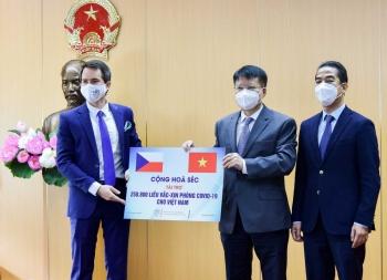 Bộ Y tế tiếp nhận 250.800 liều vắc-xin Covid-19 của Cộng hòa Séc tài trợ Việt Nam