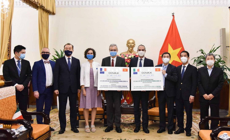 Việt Nam tiếp nhận 1,5 triệu liều vắc-xin phòng Covid-19 do Pháp và Italia trao tặng