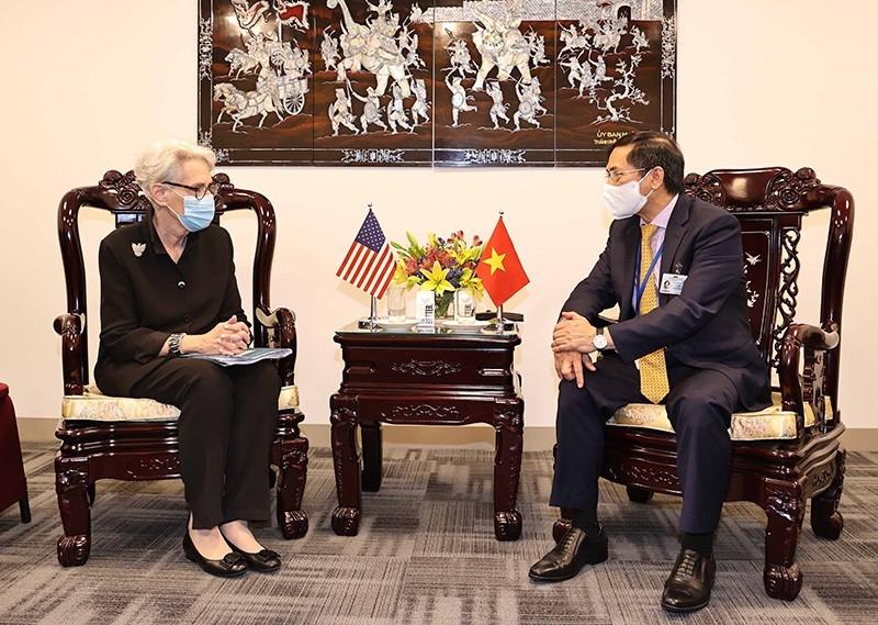 Bộ trưởng Ngoại giao Bùi Thanh Sơn gặp song phương bên lề Đại hội đồng Liên hợp quốc khóa 76