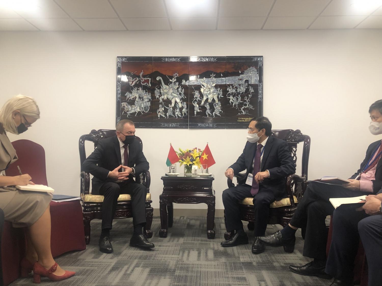 Bộ trưởng Ngoại giao Bùi Thanh Sơn gặp gỡ song phương Bộ trưởng Ngoại giao các nước