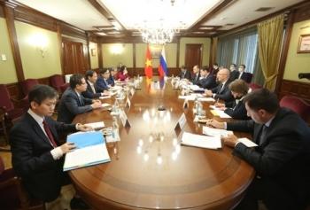 Bộ trưởng Ngoại giao Bùi Thanh Sơn hội kiến với Phó Thủ tướng Nga Dmitry Chernyshenko