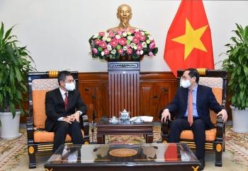 Bộ trưởng Ngoại giao Bùi Thanh Sơn tiếp Đại sứ Indonesia Denny Abdi chào xã giao
