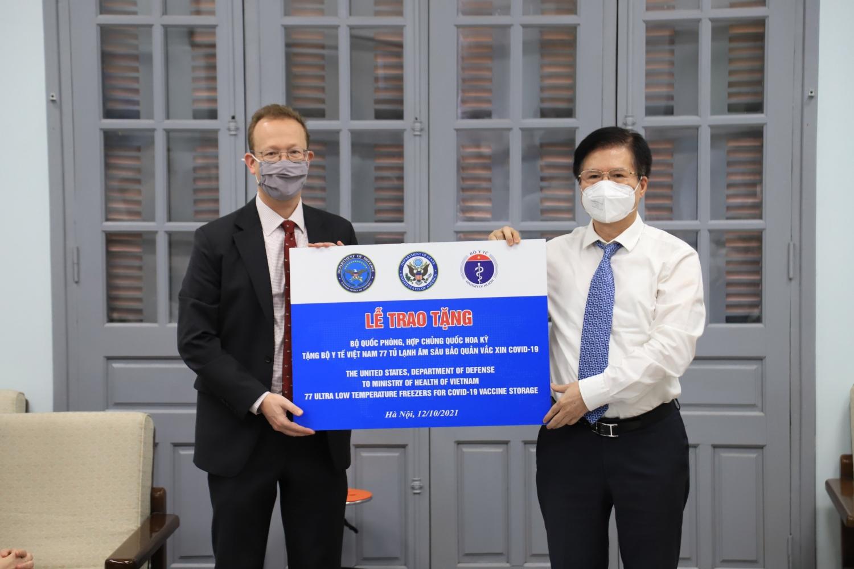 Việt Nam tiếp nhận 77 tủ âm sâu để bảo quản vắc-xin do Chính phủ Hoa Kỳ tài trợ
