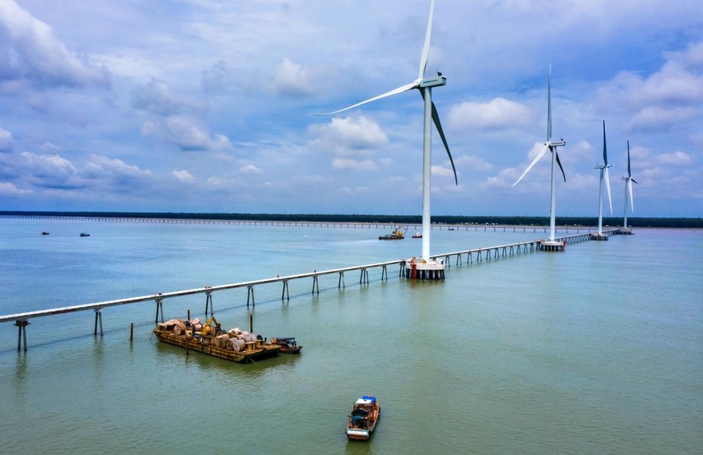 Hoàn thành 25 trụ gió của nhà máy điện gió Đông Hải 1