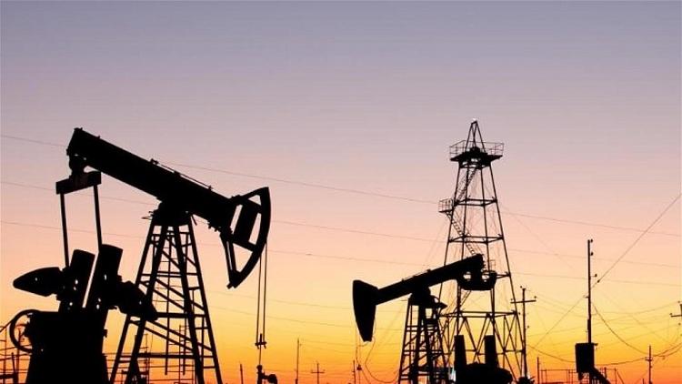 Giá dầu giảm phiên thứ ba do tồn kho dầu thô của Mỹ tăng