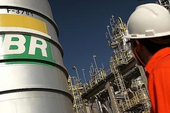 Petrobras cắt giảm mạnh chi tiêu trong tình trạng ngập nợ