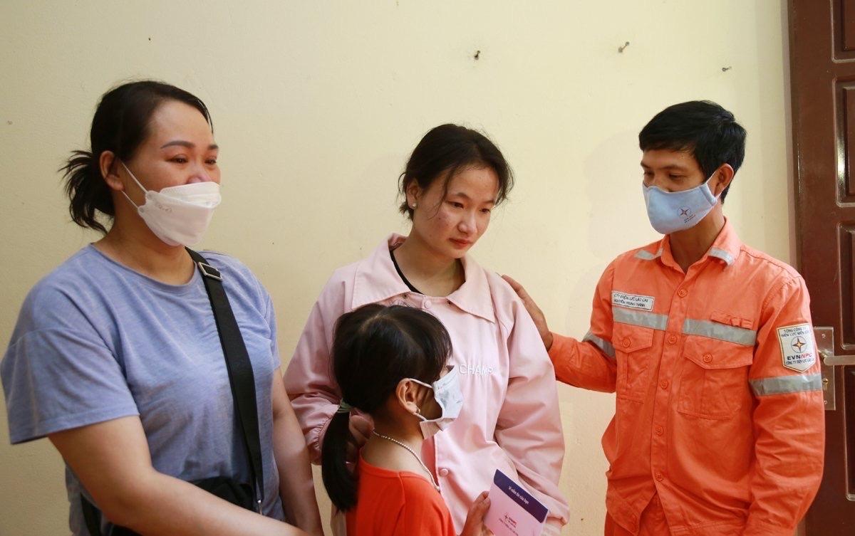 Tổng Giám đốc EVN gửi thư khen nhóm công tác của điện lực Sa Pa kịp thời cứu 2 cháu bé thoát khỏi vụ hỏa hoạn