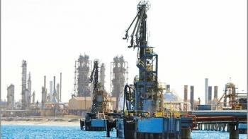 Việt Nam bắt đầu khai thác và xuất khẩu dầu thô từ thời điểm nào?