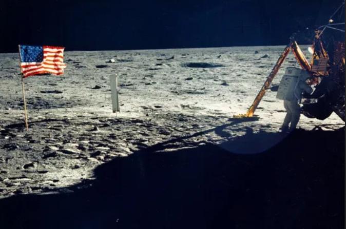 NASA phát hiện Mặt Trăng nhiều nước hơn người ta nghĩ