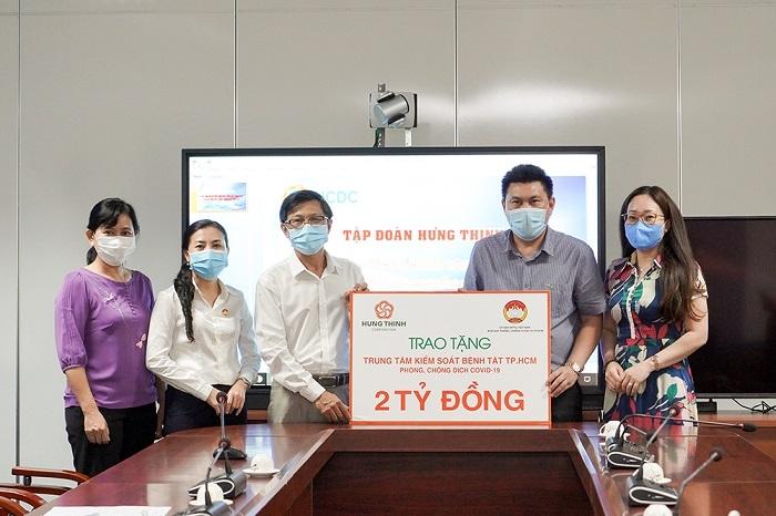 Tập đoàn Hưng Thịnh tặng Trung tâm Kiểm soát bệnh tật TP.HCM 2 tỷ đồng hỗ trợ phòng chống dịch Covid- 19