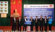 EVNNPC tri ân khách hàng tại vùng lũ Nghệ An, Hà Tĩnh với tổng giá trị 2,3 tỷ đồng